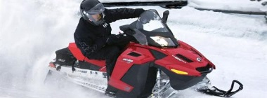 Izbraucieni ar sniega motociklu