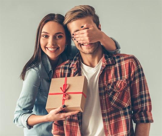 Ko dāvināt vīrietim dzimšanas dienā? Idejas īpašām un apaļām jubilējam!